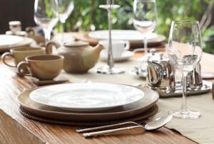 Dining etiquettes of elite class people